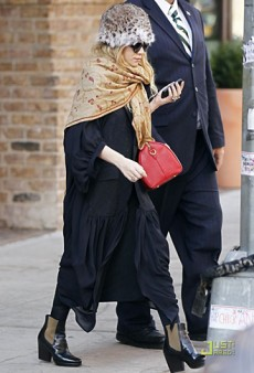 Forum Buzz: Ashley Olsen's Style Slip Up; Courtney Cox's Bizarre Bazaar Cover