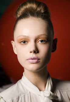 Try This Beauty Trend: Orange Eye Makeup