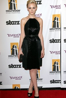 Carey Mulligan Donned an LBD with a Twist for the 2011 Hollywood Film Awards (Forum Buzz)