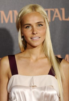 Isabel Lucas's Blonde Hair Scare at the 'Immortals' Premiere (Forum Buzz)