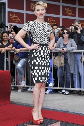 file_173673_0_scarlett-johansson-the-hollywood-walk-of-fame-hollywood-cropped