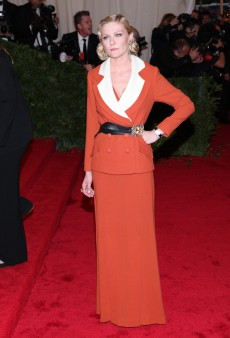 Kirsten Dunst Channels Santa Claus at the Met Gala (Forum Buzz)