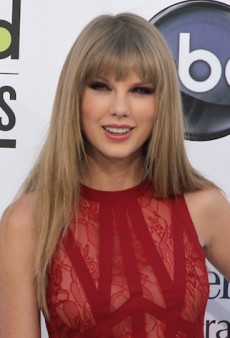 Link Buzz: Taylor Swift Tops Forbes Under-30 List; How Dior's Flowers Got Made