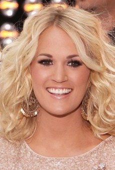Look of the Day: Carrie Underwood Sparkles in Alice + Olivia and 7 For All Mankind