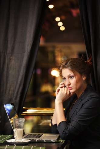 file_175469_1_Woman-working-in-a-cafe