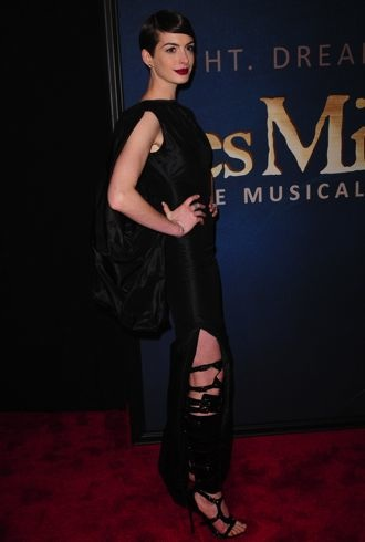 Anne Hathaway Les Miserables New York Premiere Dec 2012 cropped
