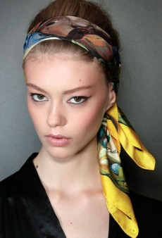 4 Runway-Inspired Retro-Chic Ways to Wear Your Hair Up