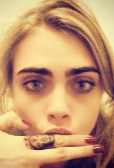 Cara Delevingne Got Her Finger Tattooed (Forum Buzz)