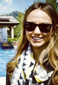 Stacy Keibler Gets Photobombed and Other Celeb Twitpics of the Week