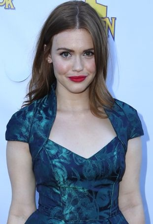 Holland-Roden-2013-Saturn-Awards-Los-Angeles-portrait-cropped