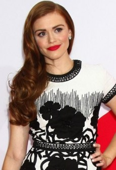 Holland Roden is a Knockout at the Red 2 Premiere Thanks to Naeem Khan