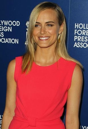 Taylor-Schilling-Hollywood-Foreign-Press-Association-2013-Installation-Luncheon-Beverly-Hills-portrait-cropped