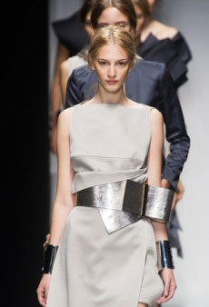 Gianfranco Ferré Spring 2014: Looping belts, Sculpted Silhouettes, and Architectural Pleats