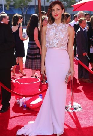 Katharine-McPhee-2013-Creative-Arts-Emmy-Awards-Los-Angeles-portrait-cropped