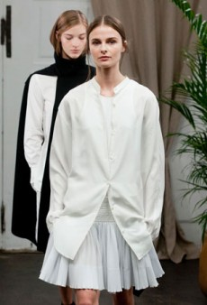 Christophe Lemaire Spring 2014: When Minimalist Designs Don't Fit, It's a Problem