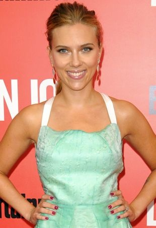 Scarlett-Johansson-New-York-Premiere-of-Don-Jon-portrait-cropped