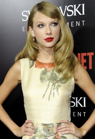 Taylor-Swift-Los-angeles-Premiere-of- Romeo-and-Juliet-portrait-cropped