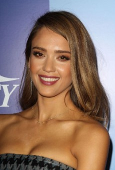 Warm Up for Fall with Jessica Alba's Autumnal Beauty Look