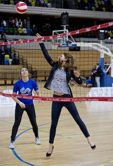 Link Buzz: Kate Middleton Plays Volleyball in Wedges, Smelly Old Jeans; Taylor Tomasi Hill Leaves Moda Operandi