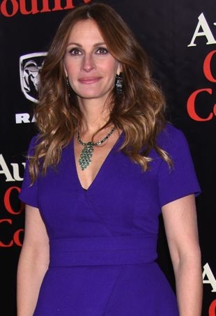 Julia-Roberts-New-York-Premiere-of-August-Osage-County-portrait-cropped