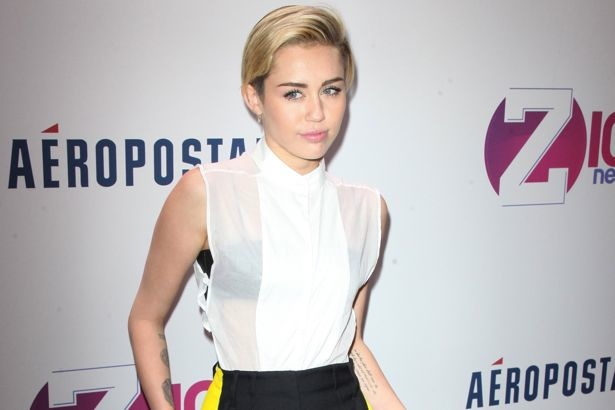 Miley-Cyrus-Z100-Jingle-Ball-2013-New-York-City-landscape-cropped