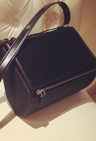 Givenchy-Pandora-Box-portrait