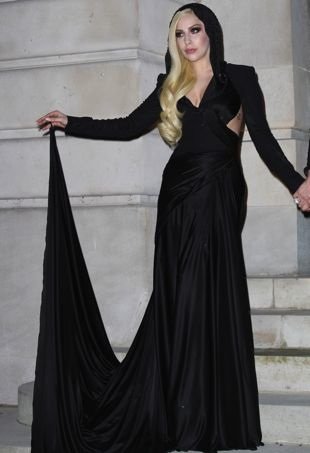 Lady-Gaga-Paris-Haute-Couture-Fashion-Week-Spring-2014-Versace-portrait-cropped