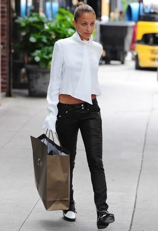 Nicole-Richie-shopping-in-the-East-Village-New-York-City-Aug-2013-portrait-cropped