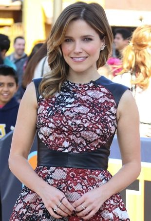 Sophia-Bush-taping-an-appearance-on-Extra-Los-Angeles-portrait-cropped