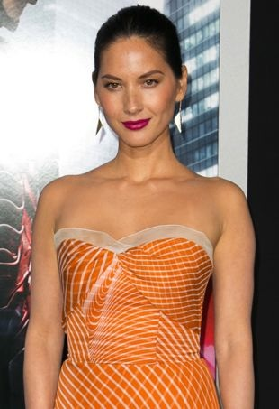 Olivia-Munn-Los-Angeles-Premiere-of-RoboCop-portrait-cropped