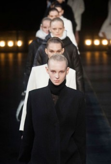 Helmut Lang Wants to Keep Us Stylishly Cozy for Fall 2014 (Runway Review)