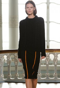 Pringle of Scotland Takes On Experimental Knitwear with Sophistication for Fall 2014 (Runway Review)