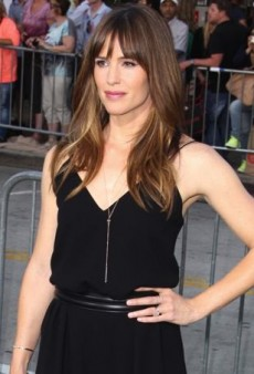Jennifer Garner Scores at the Draft Day Premiere in Max Mara