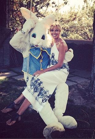 heidi_klum_-_gets_her_very_own_bunny_-_instgram_-_heidiklump