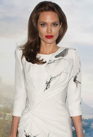 Angelina-Jolie-Maleficent-Photocall-London-portrait-cropped