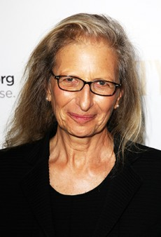 Link Buzz: Annie Leibovitz Looks Back; DIY Muscle Shirts