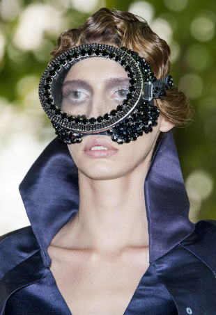 wackiest-beauty-looks-couture-p