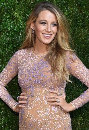 Blake-Lively-GoldenHeartAwards-portraitcropped