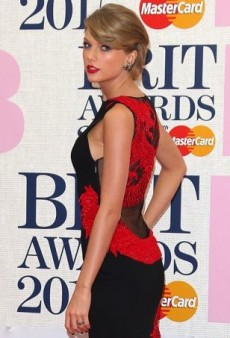 A Mixed Bag from Last Night's Brit Awards Red Carpet