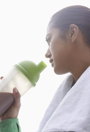 Woman-drinking-proteinsmoothie-portraitcropped