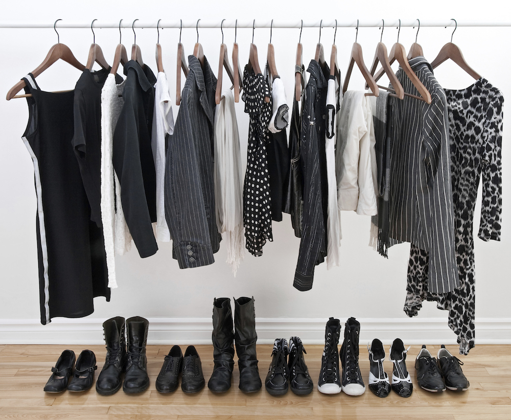 How to build a minimalist wardrobe thefashionspot for Minimalist living clothes