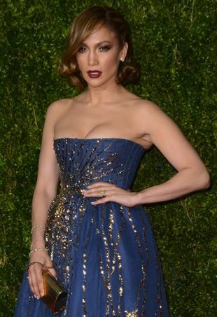 Jennifer-Lopez-2015TonyAwards-portraitcropped