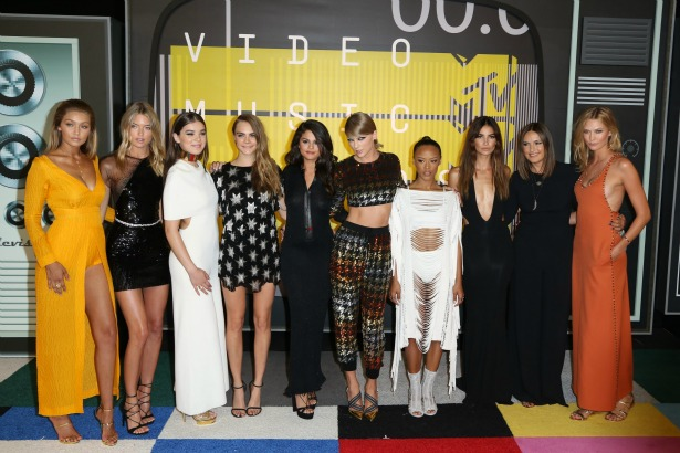 Taylor Swift Bad Blood Squad VMAs Moonmen