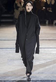 Yohji Yamamoto Fall 2016 Runway