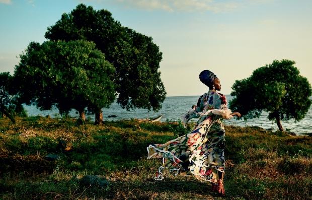 US Vogue October 2016 : Lupita Nyong'o by Mario Testino