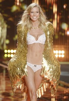 A Running (Visual) List of All the 2017 Victoria's Secret Fashion Show Catwalkers — Including Karlie Kloss!