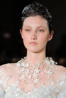 15 Stunning Makeup and Hair Looks From Bridal Spring 2019 Fashion Week