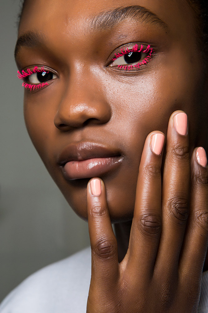 19 Runway Approved Ways To Wear Colored Mascara This Season