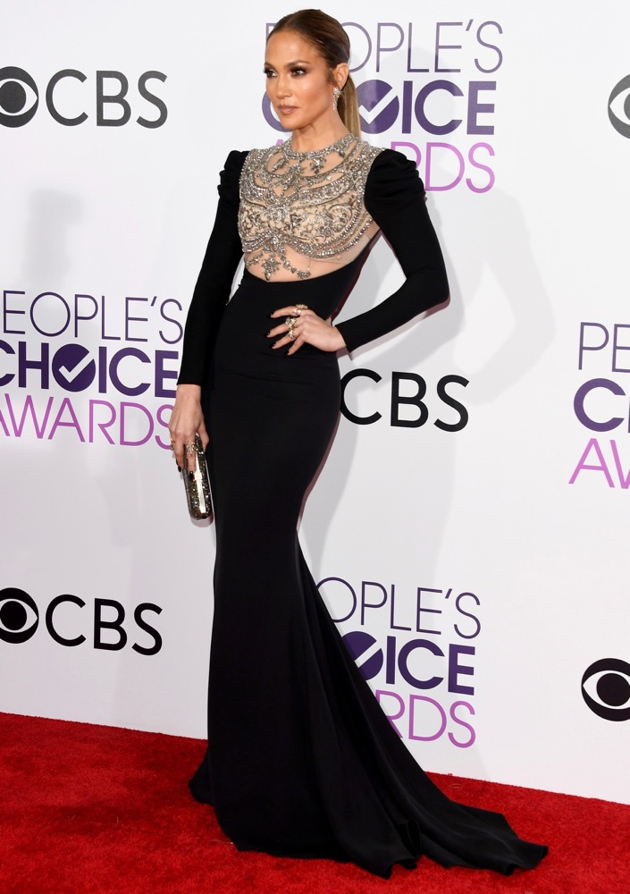 All the Fashion Highlights From the 2017 People s Choice Awards Red Carpet ea905c088