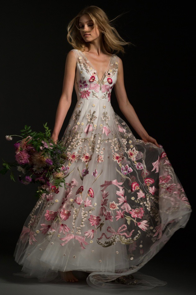 25 Non-Traditional Wedding Dresses for the Unconventional Bride ...